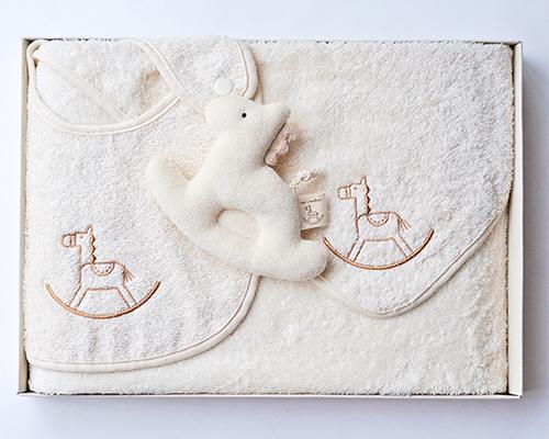 ベビー ギフトセット 木馬刺繍 (おくるみ スタイ がらがら)